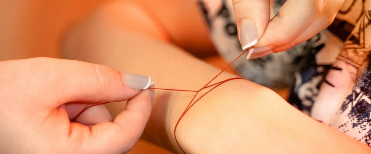 Красная нить: Модный тренд или языческий амулет?