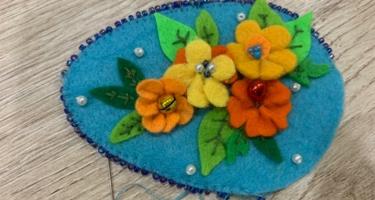 Пасхальные украшения из фетра: мастер-классы для взрослых и детей
